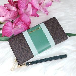 Michael Kors Bags - 🌺NWT Michael Kors LG Travel continental Wallet MK